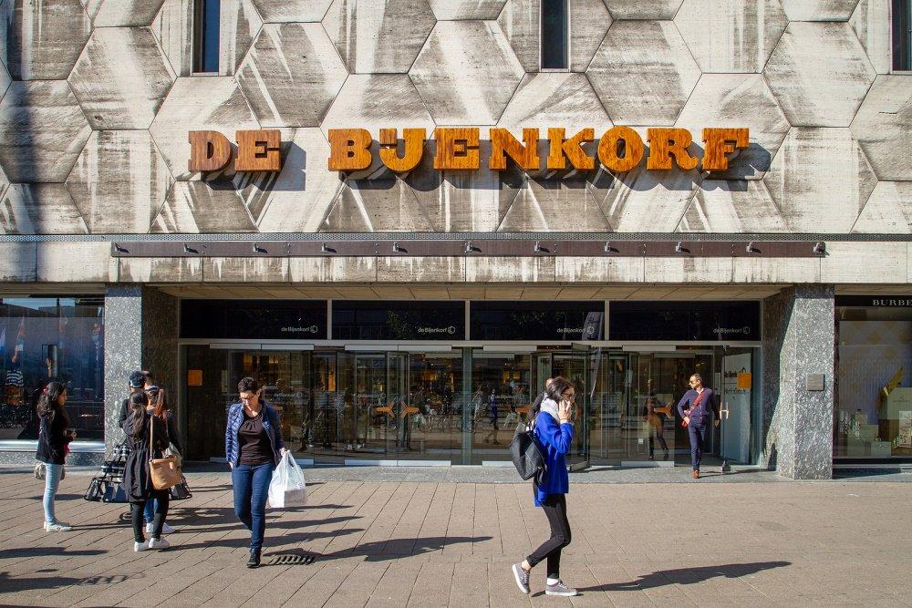 Ingang van de Bijenkorf in Rotterdam