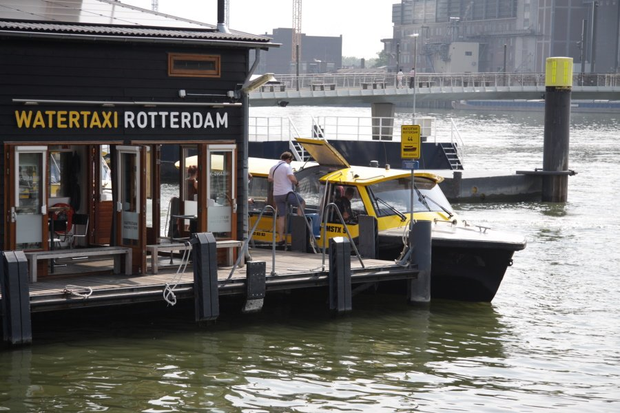 Instappen in de Watertaxi Rotterdam