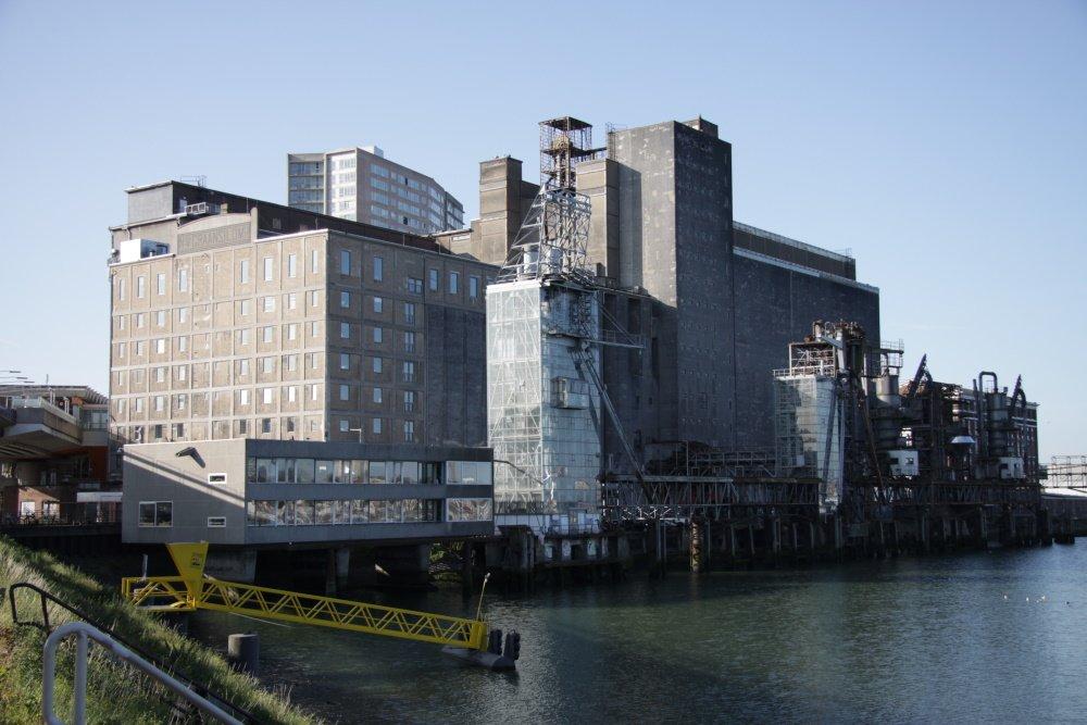 Overzicht van Maassilo fabriek in Rotterdam