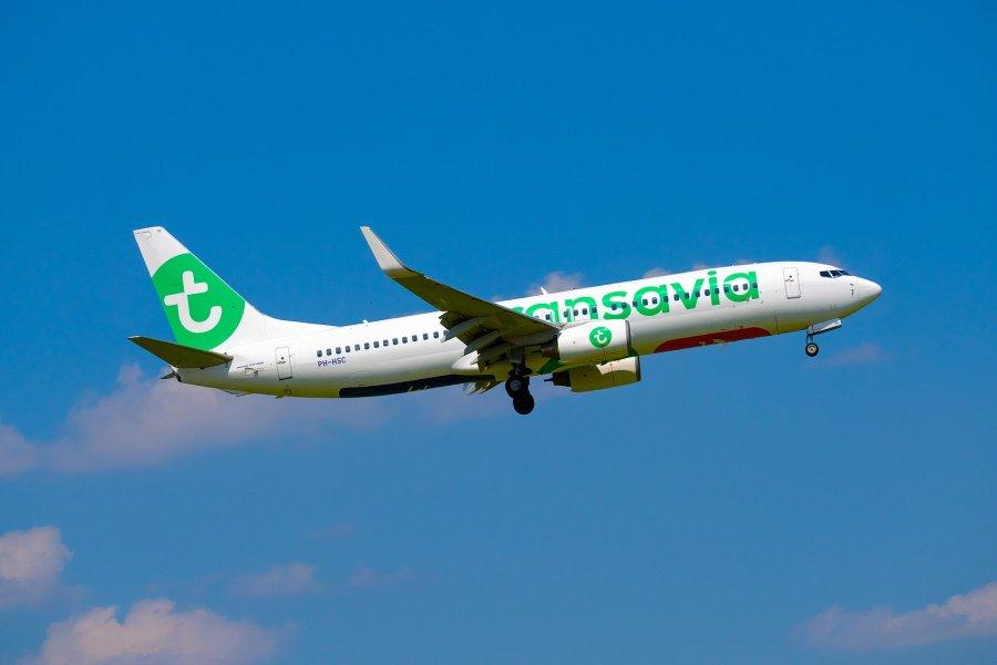 Opstijgend vliegtuig van Transavia Rotterdam