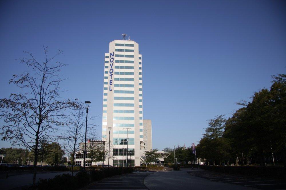 Zijkant van het Novotel in Rotterdam Kralingen