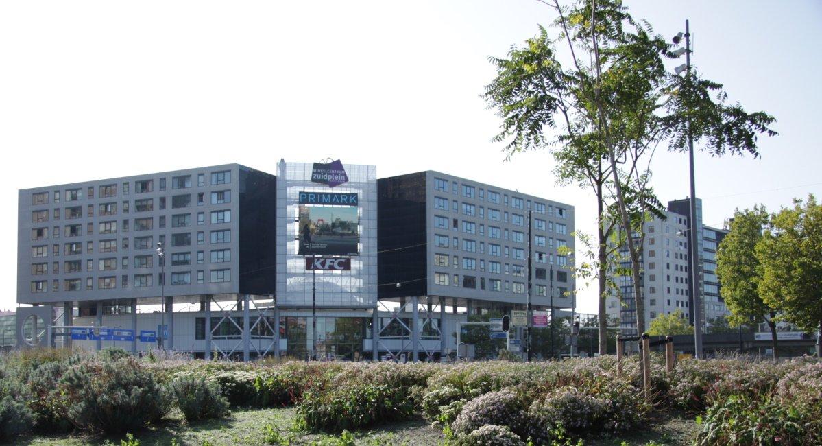 Appartementen en voorkant Zuidplein Rotterdam