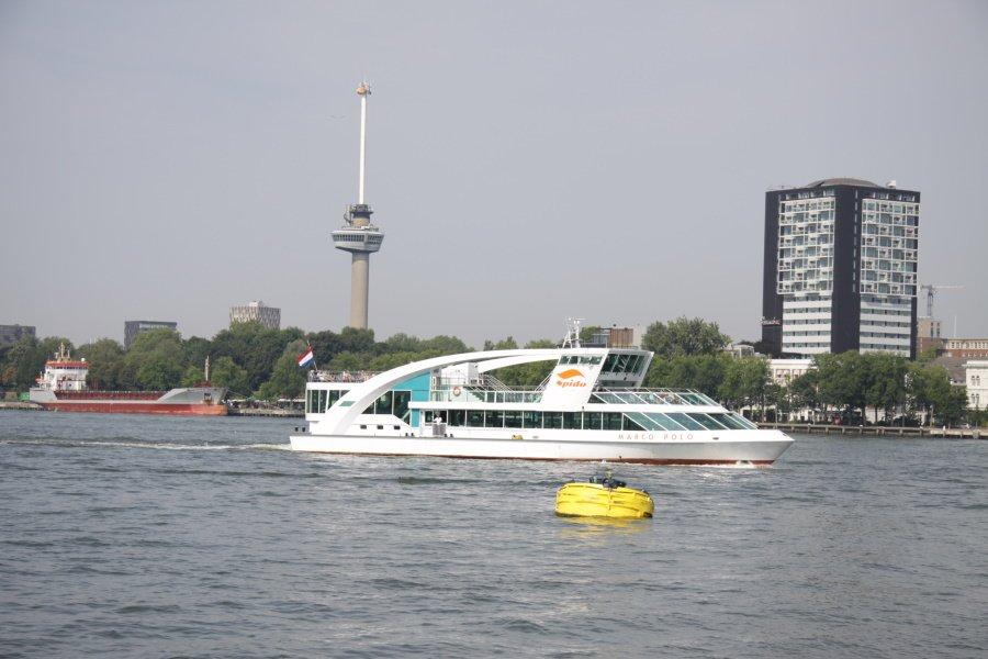 Spido tijdens een havenrondvaart op de Maas in Rotterdam