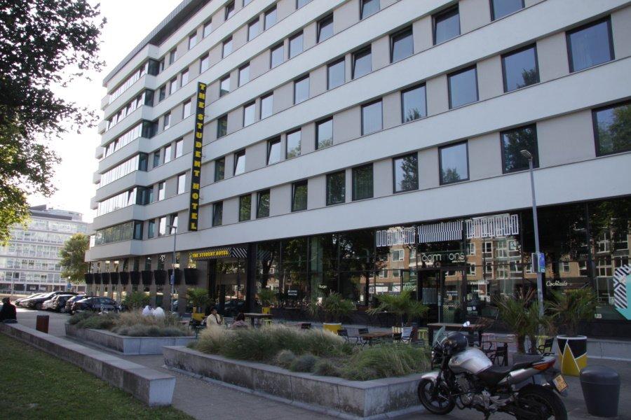 De voorkant van Student Hotel in Rotterdam