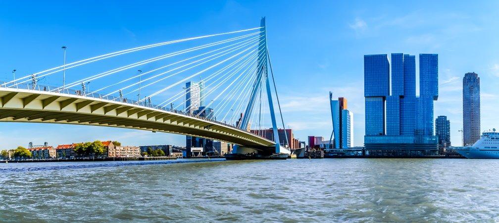 Het uitzicht vanaf de voorzijde van het Thon Hotel in Rotterdam
