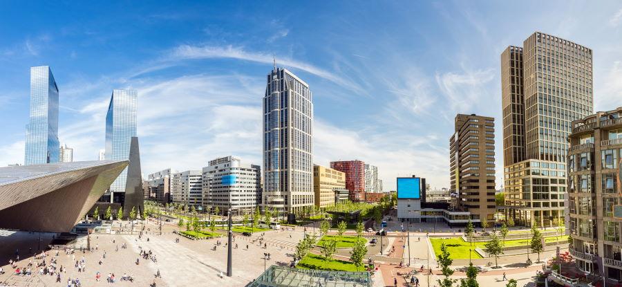 Delftse Poort en de Millenniumtoren  zijn onderdeel van de Skyline van Rotterdam